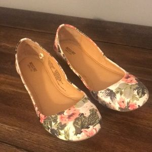 Mossimo Supply Co Floral Ballet Flats